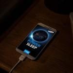 ¿Dejar cargando el celular toda la noche es malo?