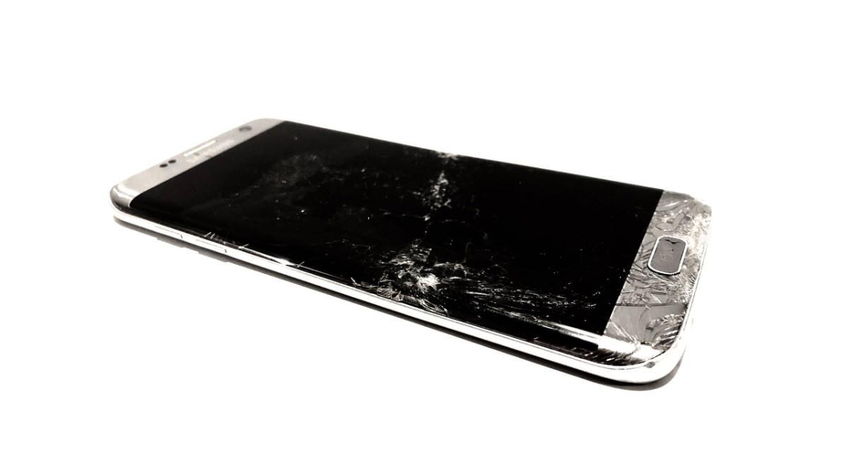Qué hago si el «display» del celular se rompe o daña?